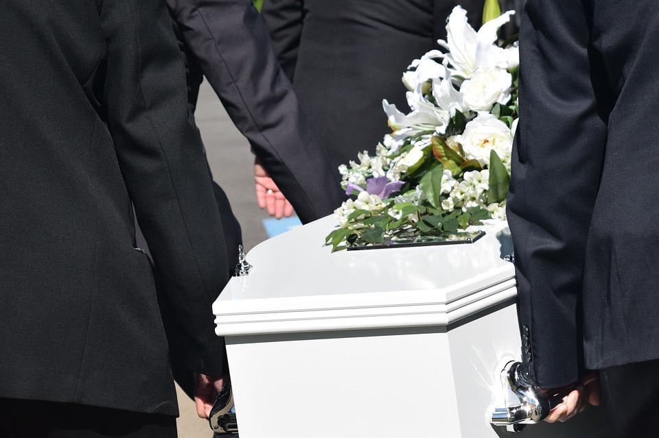 Tragedia na pogrzebie. 6 osób nie żyje, kilka kolejnych walczy o życie