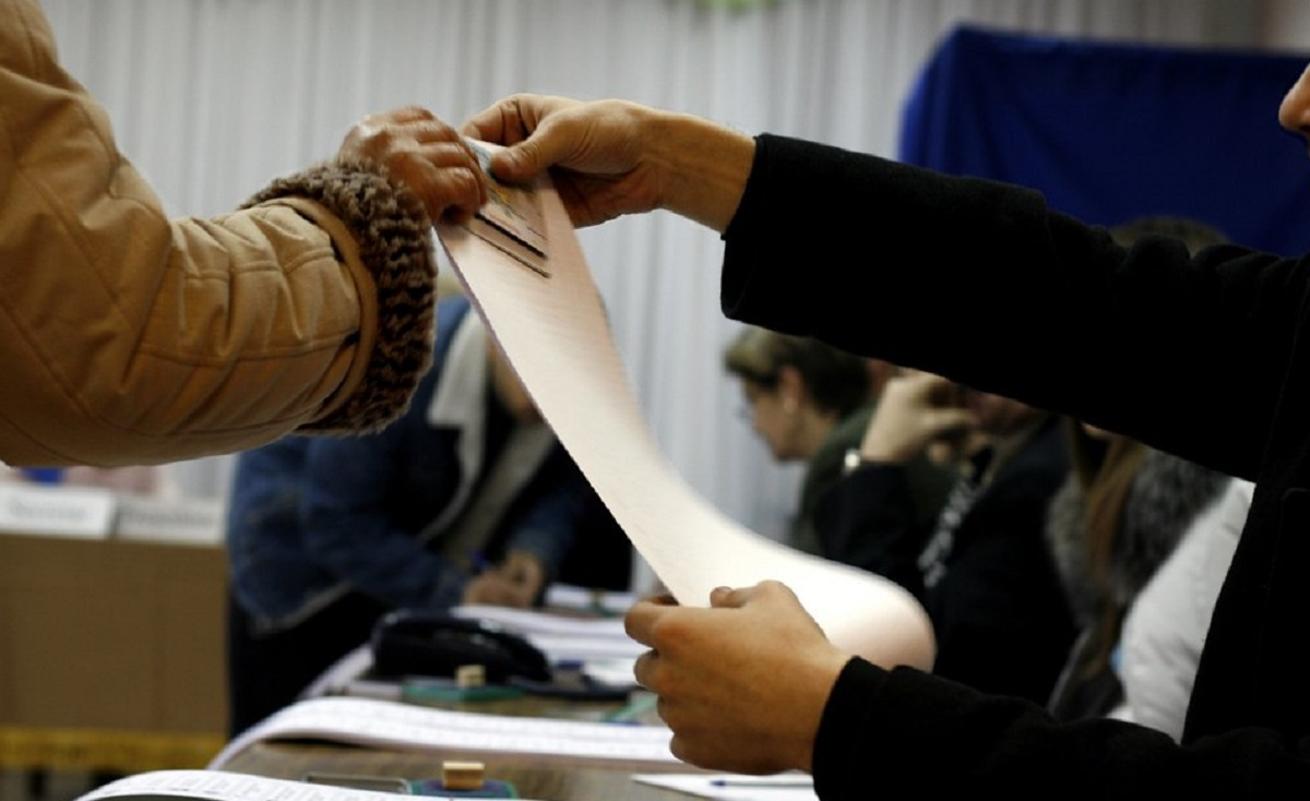 Zdumiewające informacje. Wielka pomyłka przerwała wybory w dwóch miejscowościach, wyciągano karty z urn