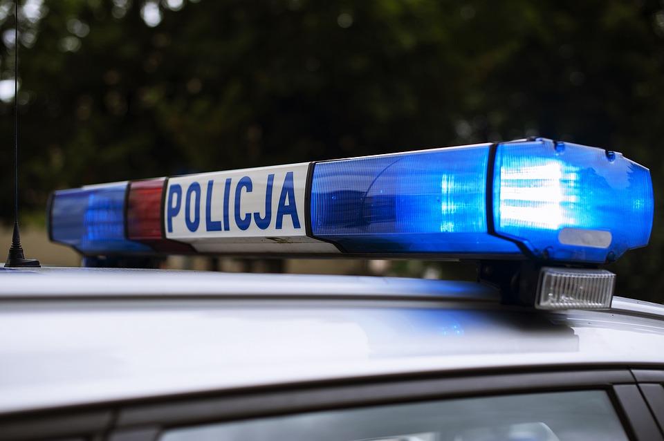 Policja alarmuje o zamaskowanym mężczyźnie, który jeździ po polskim mieście i zaczepia dzieci. Sytuacja jest bardzo niebezpieczna