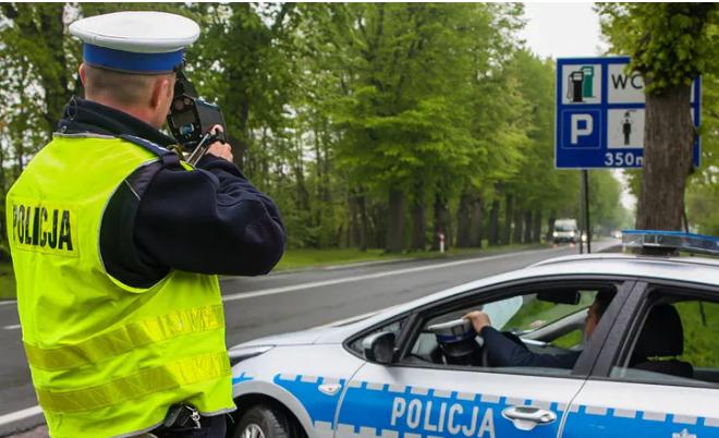 Niewielu kierowców zdaje sobie z tego sprawę. Przez ten popularny błąd możesz stracić prawo jazdy nawet na kilkanaście lat