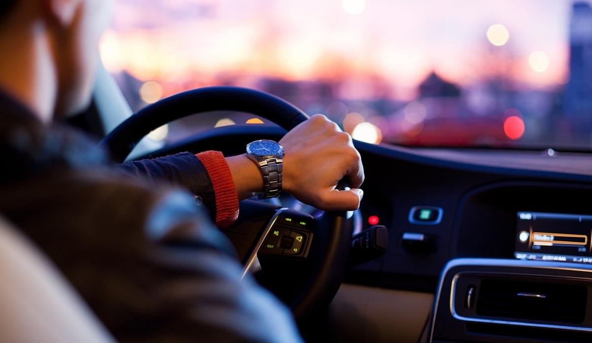 Nawet ci, którzy mają prawo jazdy od lat, będą zdziwieni. Weszły dziwne zmiany w kodeksie, których nieznajomość grozi wysokim mandatem