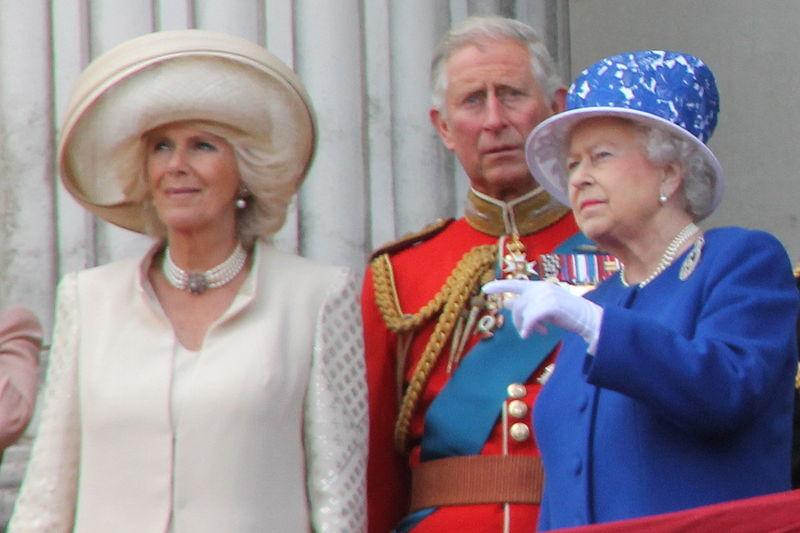 Skandal rozrywa rodzinę królewską. Szykuje się rozwód, na okładki trafiło zdjęcie księcia całującego się z mężczyzną