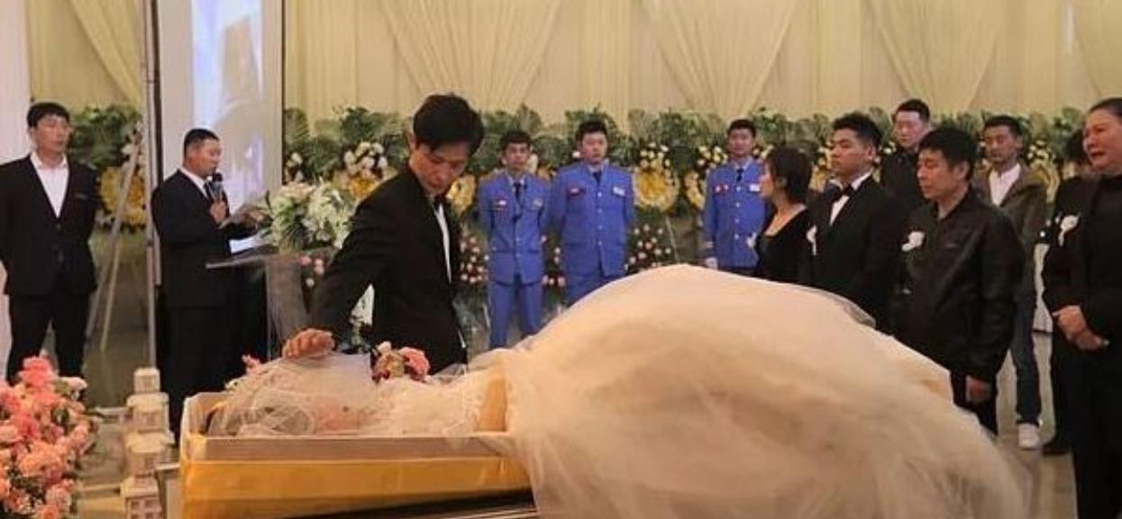 35-latek wziął ślub z martwą panną młodą. Widok jej zwłok na ceremonii wszystkich ścisnął za gardło