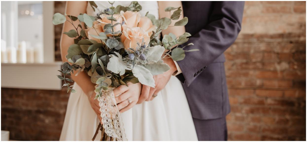 """Pokazała, jakie buty założyła na wesele. Stała się pośmiewiskiem, internauci mieszają ją z błotem: """"Co za wstyd"""""""