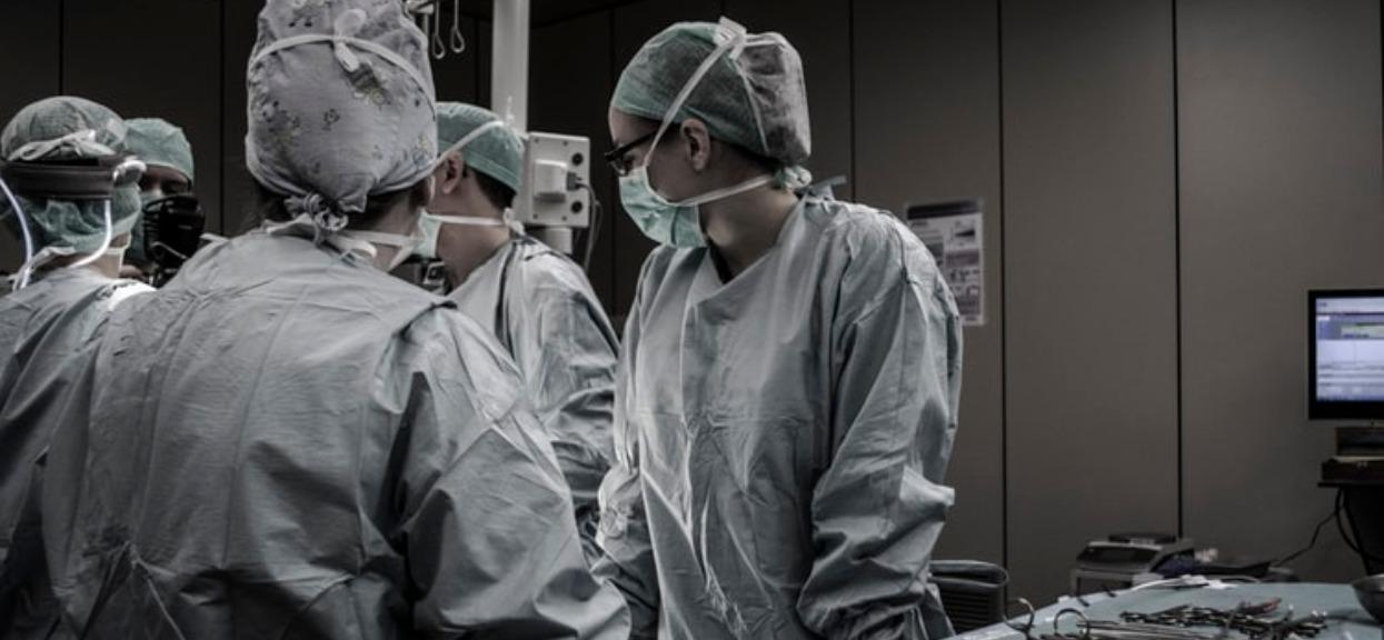 """Dramat w największym polskim szpitalu. Odwołane są najważniejsze zabiegi i operacje. """"Funkcjonujemy w bajzlu"""""""