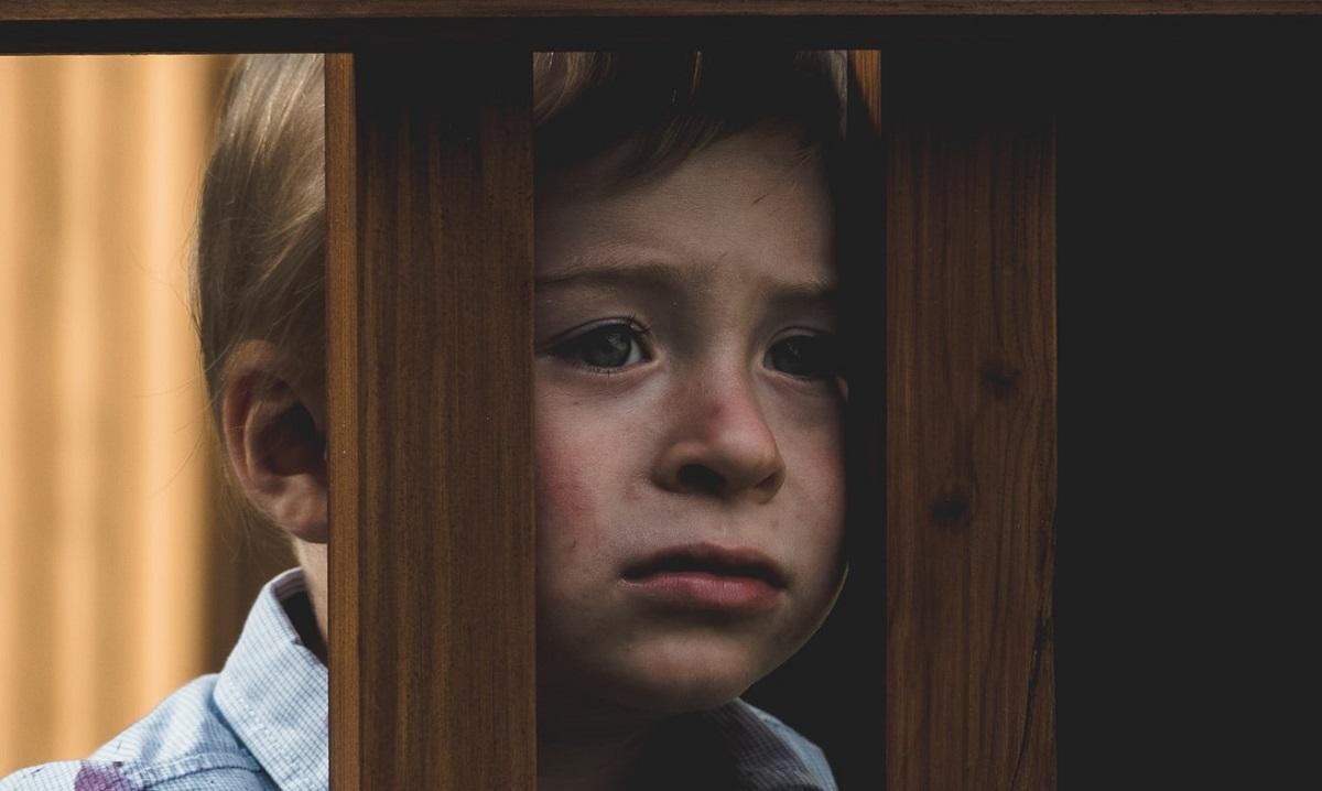 Syn został porzucony przez rodziców. Poszedł do kościoła i zadał jedno pytanie, reakcja księdza doprowadziła go do płaczu