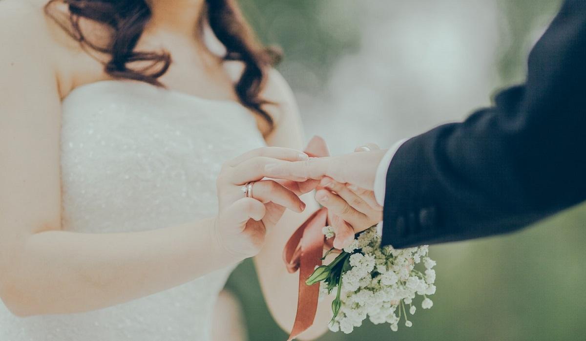 Podczas wesela panna młoda rzuciła bukietem. Ale gdyby wiedziała, jak tragicznie się to skończy, raczej by tego nie zrobiła