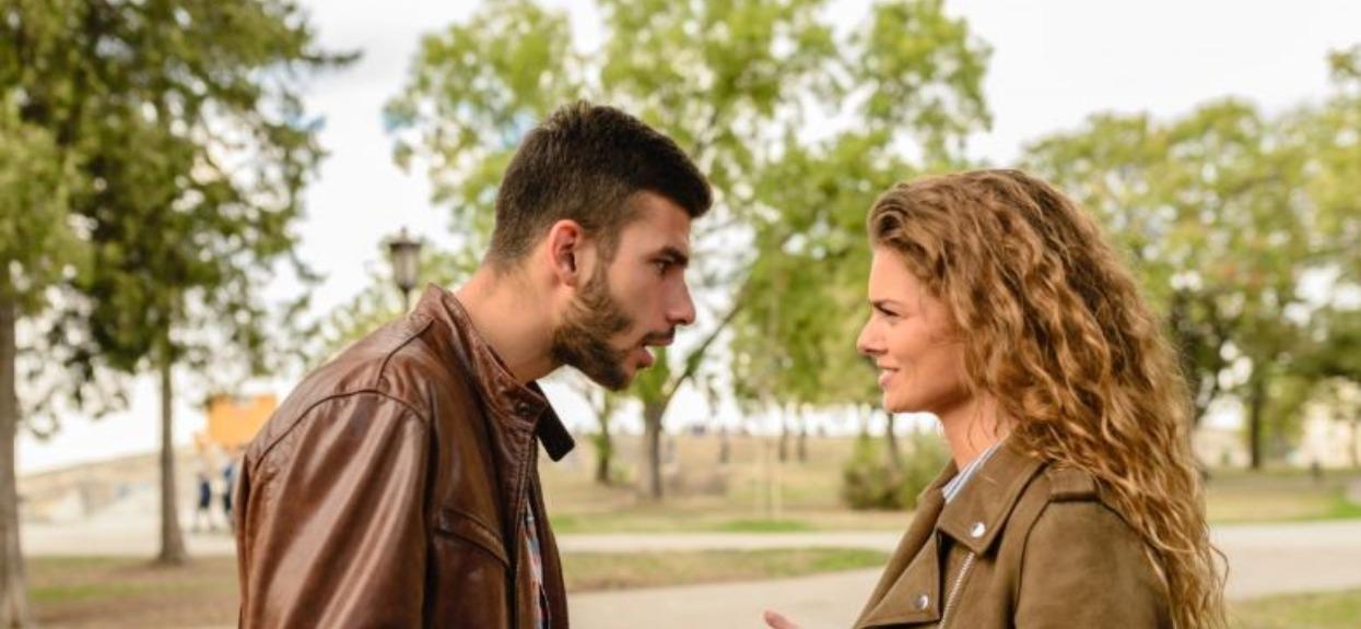 """""""Wiem, że mnie zdradzasz"""". Czy warto ratować takie małżeństwo?"""