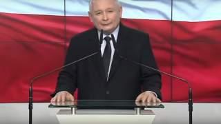Odgrzebano stare zdjęcie Kaczyńskiego sprzed blisko 50 lat. Czerwona kokarda, papieros w ręku