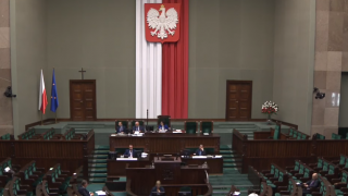 """Podziękowanie dla Kościoła? """"Stary Sejm"""" przyjął ustawę """"potępiającą akty nienawiści antykatolickiej"""""""