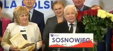 Jarosław Kaczyński wytykany palcami
