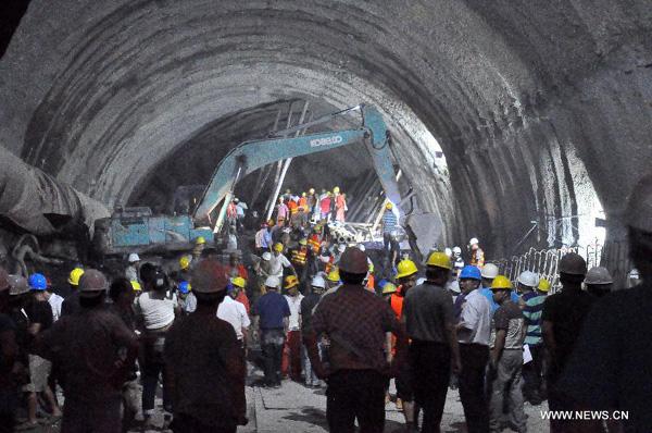 Zawalił się tunel na autostradzie. 4 osoby nie żyją, 8 jest zaginionych, za granicą trwa dramatyczna akcja ratunkowa