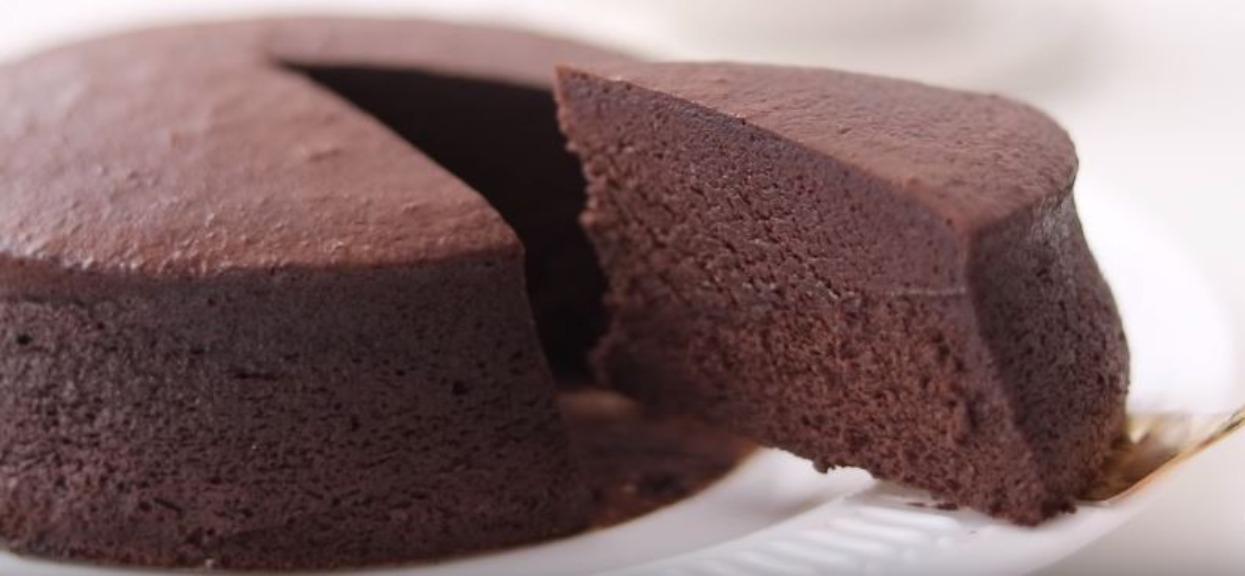 Genialny przepis na najbardziej czekoladowe ciasto, jakie kiedykolwiek jadłeś. Prawdziwa rozkosz, zrobisz je bez problemu