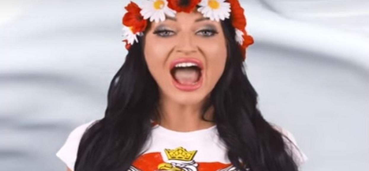 Godlewska znowu śpiewa hymn Polski. Oglądacie na własną odpowiedzialność, tego nie da się odzobaczyć