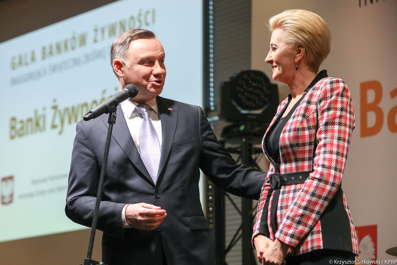 Agata Duda przejęła mikrofon i wystosowała apel do Polaków. Potrzebna jest pomoc