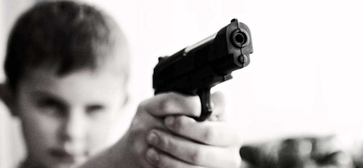 69-latek chciał tylko upomnieć dzieci, by były ciszej. Jedno z nich wyciągnęło zabawkowy pistolet, chwilę później mężczyzna już nie żył