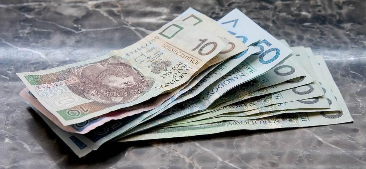 Polacy nie dostaną 500 plus i trzynastych emerytur? Niepokojące informacje, rząd zmienia budżet