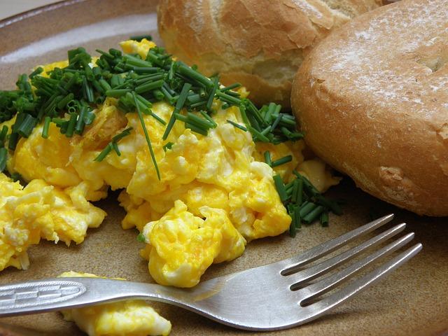 Dzięki przepisowi legendarnego Gordona na jajecznicę każde śniadanie zamienia się ucztę. Zdziwisz się, jaki jest prosty
