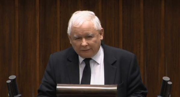 """Kaczyński nagle wszedł na sejmową mównicę. Ogłosił """"koniec opozycji totalnej"""""""