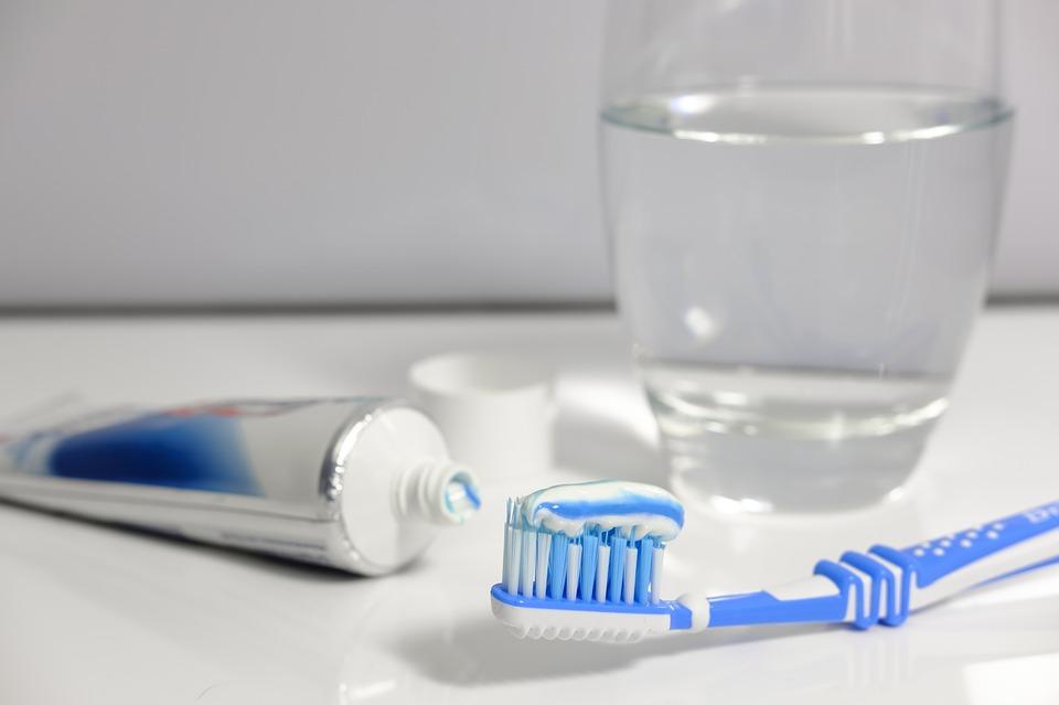 Kobieta przestała myć zęby 10 lat temu. Widok jej zębów każdego wprawia w osłupienie