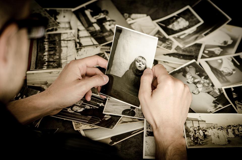Odkrył zdjęcie żony z czasów 11 lat przed tym, nim się poznali. Od razu zmroził go szczegół, który zobaczył