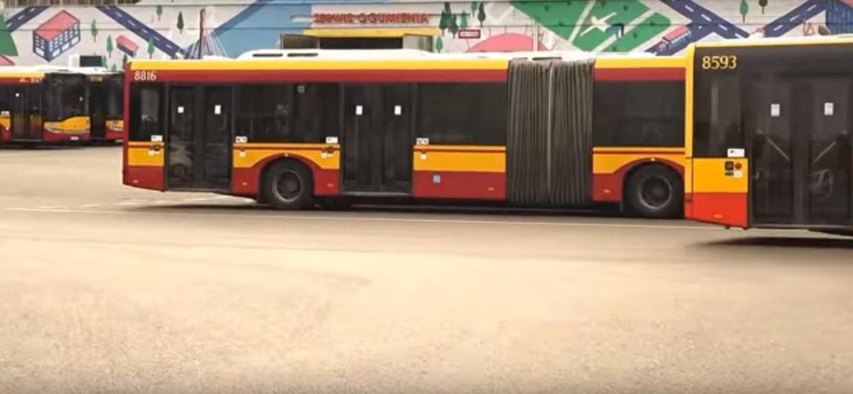 Zboczeniec grasuje w stolicy! Został przyłapany w autobusie na gorącym uczynku, wszystko widać na nagraniu