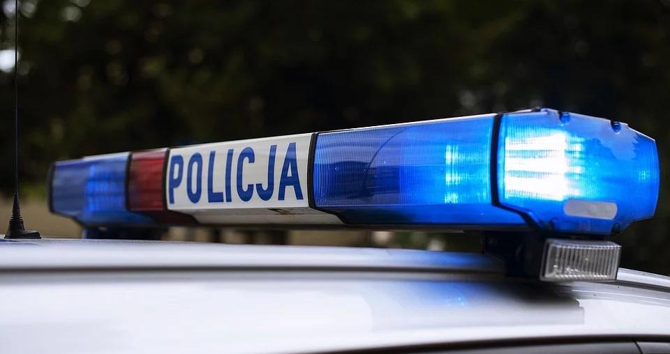 Gdy policjanci zapukali do jej drzwi, nie czekała ani chwili. 14-latka otworzyła okno i wyskoczyła