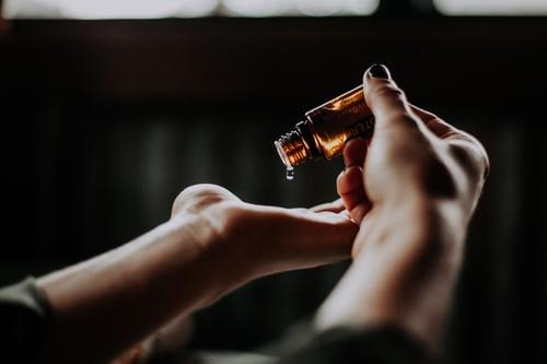 Olej, który pomoże Ci w mgnieniu oka pozbyć się zmarszczek z twarzy. Dzięki niemu też rzęsy stają się długie i gęste