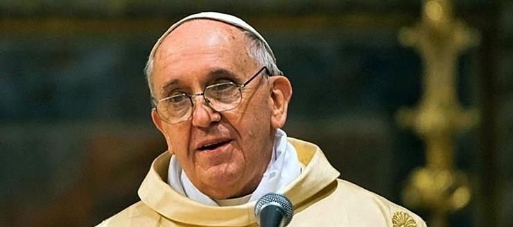 Papież Franciszek w centrum skandalu. Wystawiono międzynarodowy list gończy za jego najbardziej zaufanym współpracownikiem