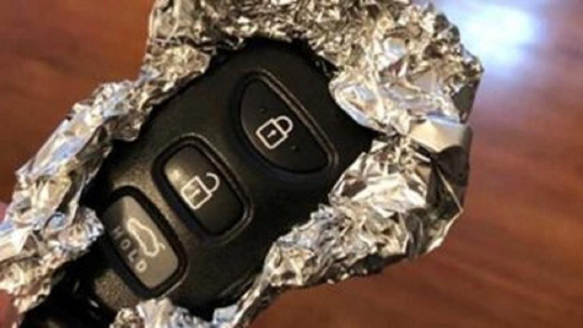Pilny alarm policji: zawijajcie kluczyki w aluminiową folię. Możecie stracić ogromne pieniądze