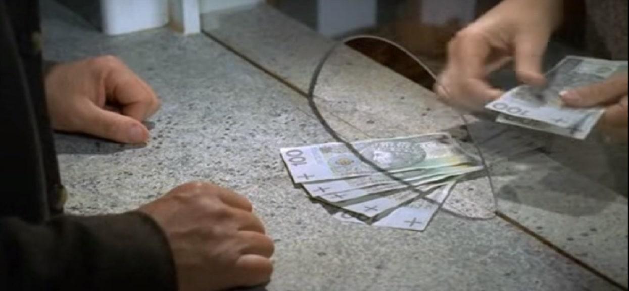 Od listopada będziesz zarabiać mniej nawet o kilkaset złotych. Fatalne doniesienia dla wszystkich Polaków