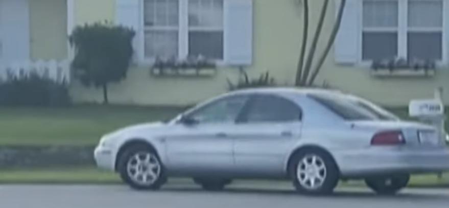 Przez godzinę samochód krążył po osiedlu na wstecznym biegu. Policjanci w końcu go zatrzymali i zdębieli, kiedy zobaczyli, kto był kierowcą