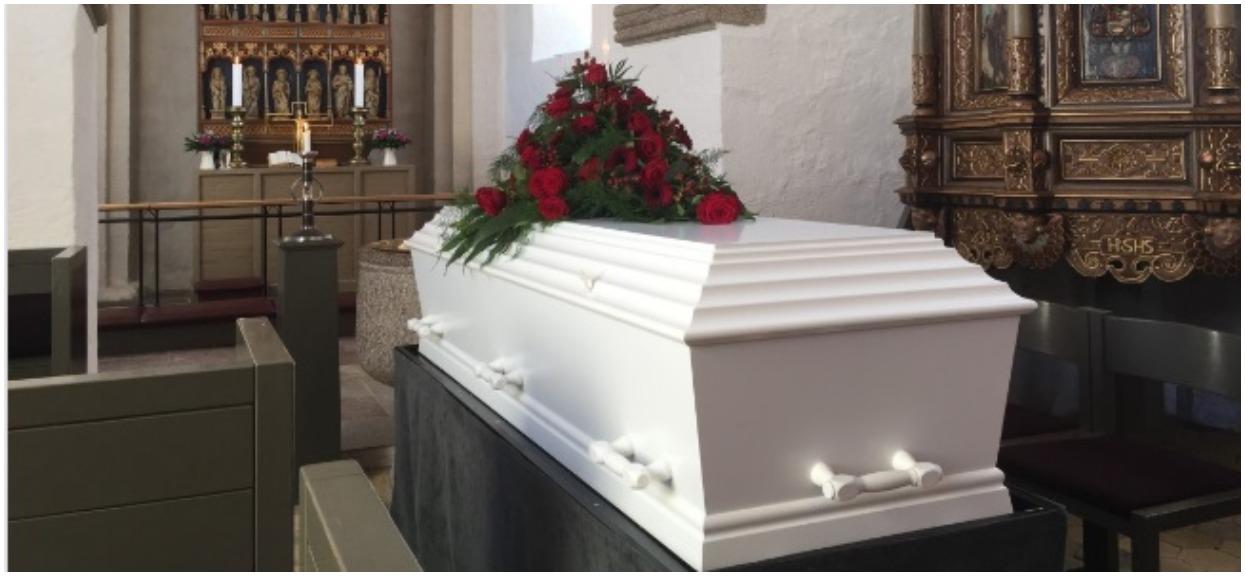 Poszedł na pogrzeb matki. Nagle odkrył straszną prawdę i zalał się łzami