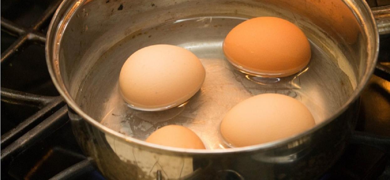 Przenigdy nie wylewaj wody po gotowaniu jajek! Można ją wykorzystać w niezwykły sposób, efekt powala