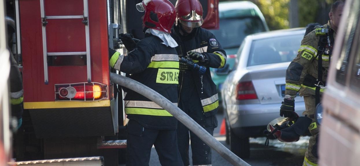 Tragedia w dużym polskim mieście. Ogromny pożar pochłonął kamienicę, trzy osoby spłonęły żywcem, kilka jest rannych