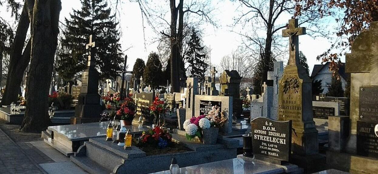 Podczas pogrzebu zajrzała do grobu męża i się przeraziła. Nie był pusty