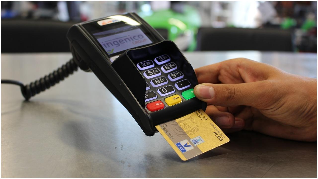 Ogromne problemy z bankami w weekend. Wielu Polaków zostanie bez dostępu do pieniędzy, lepiej wybierzcie gotówkę
