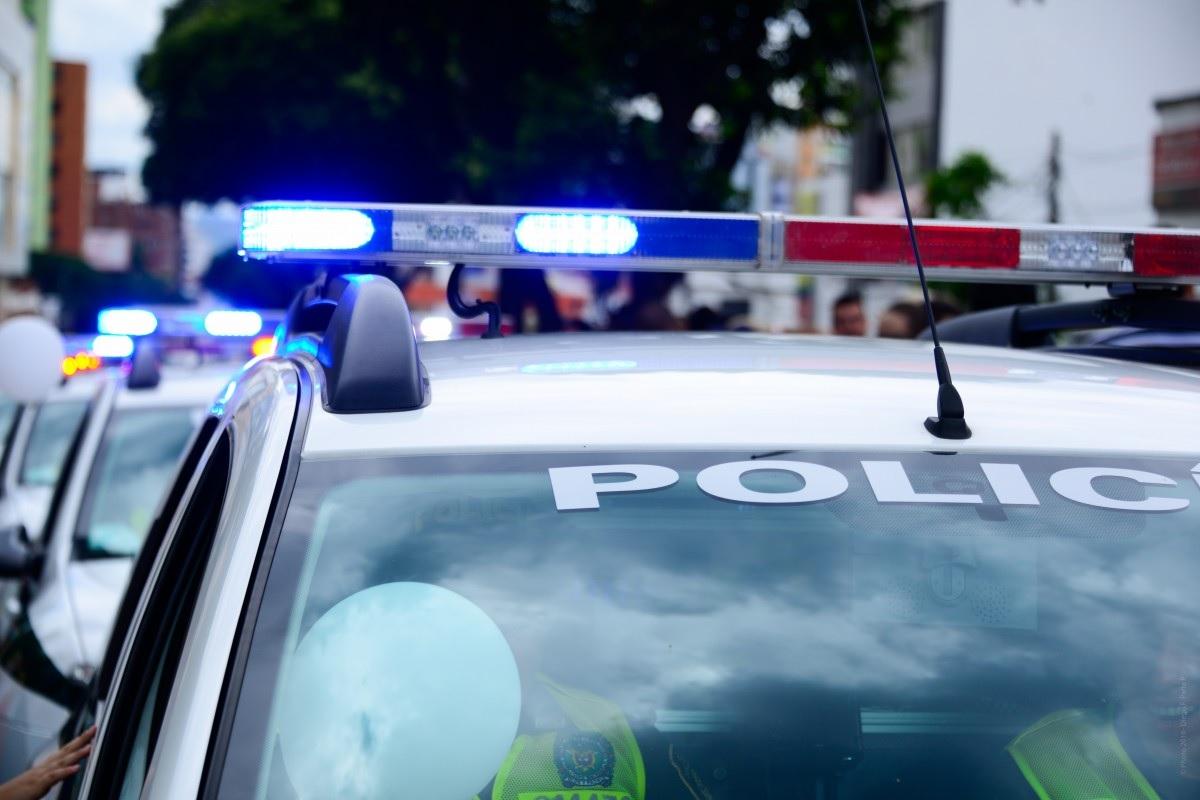Kierowca autobusu oszalał, wjechał w przystanek, potem zaatakował ludzi nożem. Wielu rannych
