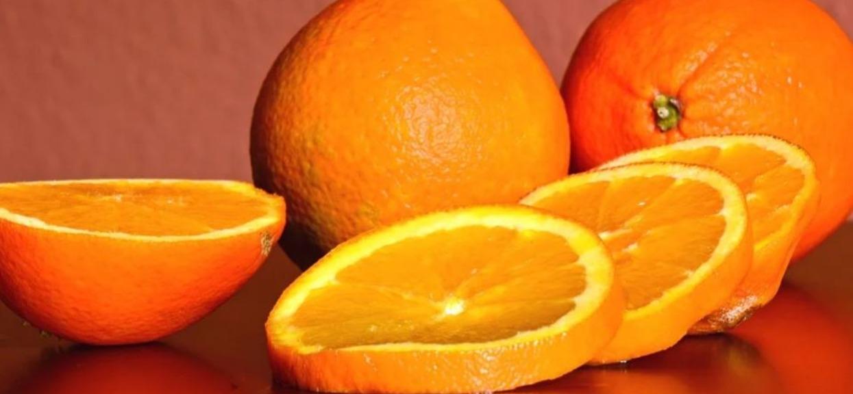 Prosty sposób, by odróżnić pyszne i soczyste pomarańcze od suchych i pełnych pestek. Dzięki temu zawsze kupisz idealne owoce