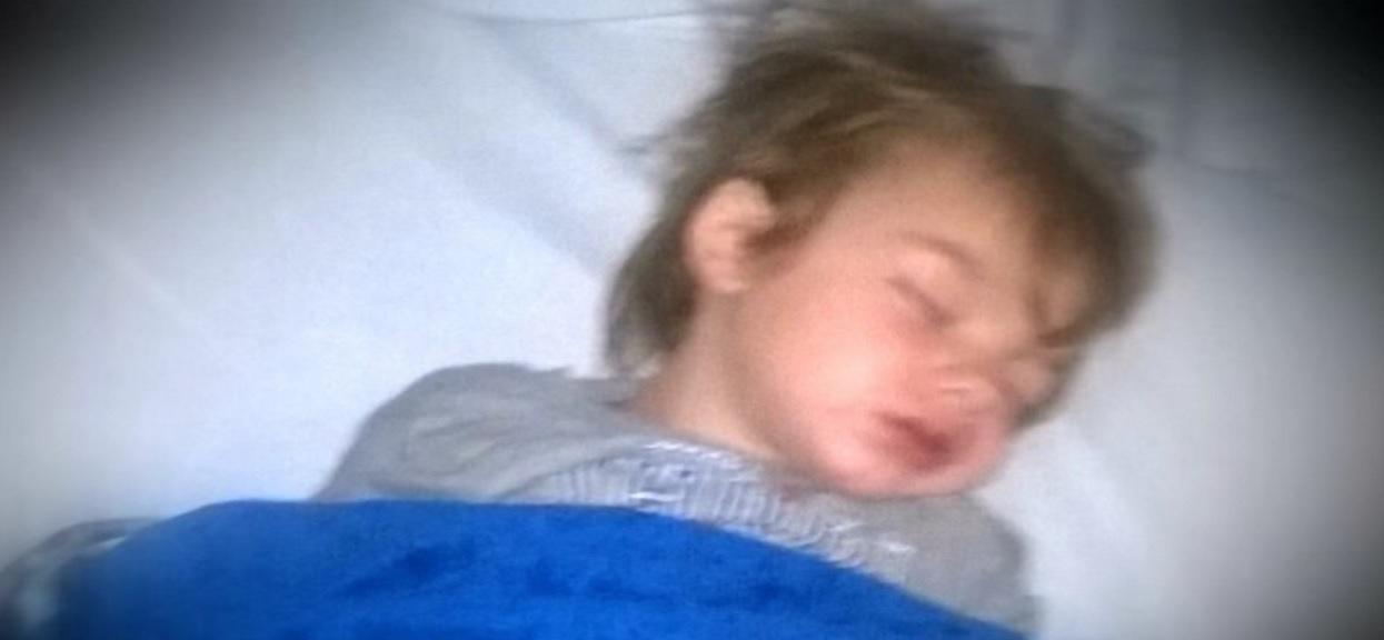 Podejrzanie ciche zachowanie 3-latka zaalarmowało rodziców. Nagle odkryli straszną prawdę
