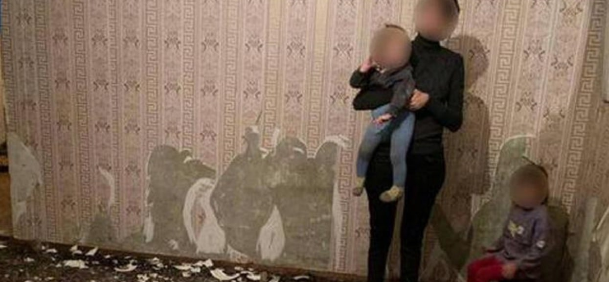 Dzieci były tak wygłodzone, że jadły styropian i tapetę ze ściany. Mieszkańcy są wstrząśnięci rodzinną tragedią