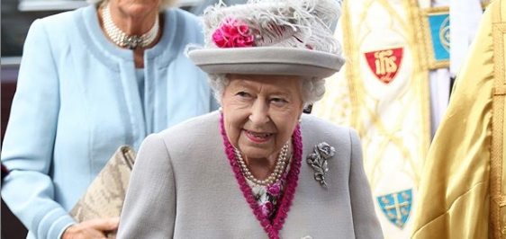 Królowa Elżbieta niebawem abdykuje? Niepokojące doniesienia o zamiarach księcia Karola