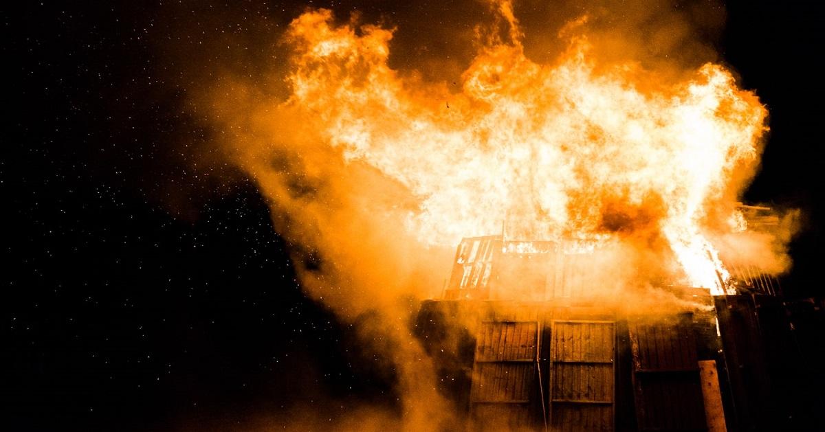Rodzina utknęła na 11. piętrze w płonącym budynku. Nagle matka wpadła na pomysł, który uratował im życie