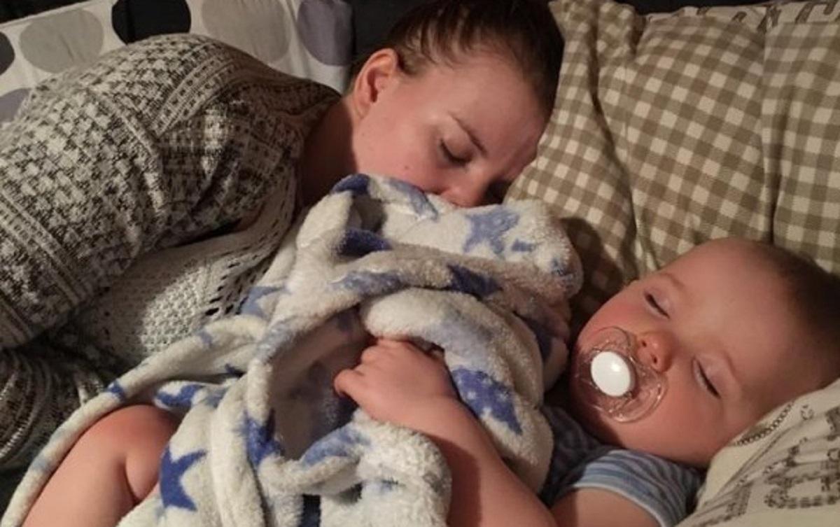Za każdym razem był wstrząśnięty widząc po powrocie z pracy narzeczoną śpiącą z ich dzieckiem. Odkrył jednak całą prawdę