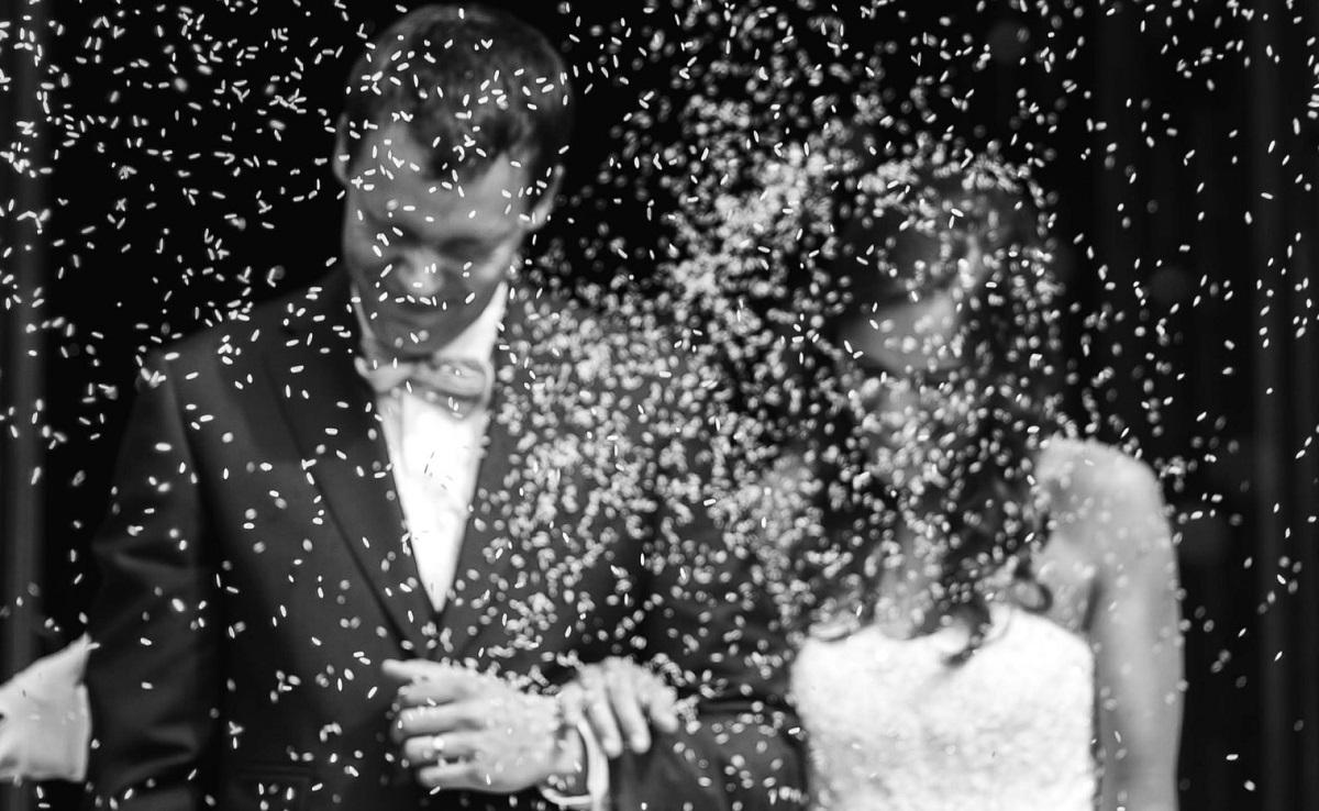 Widok, przez który chce się płakać. Zdjęcia z jej ślubu z 30 lat starszym mężczyzną trafiły do sieci