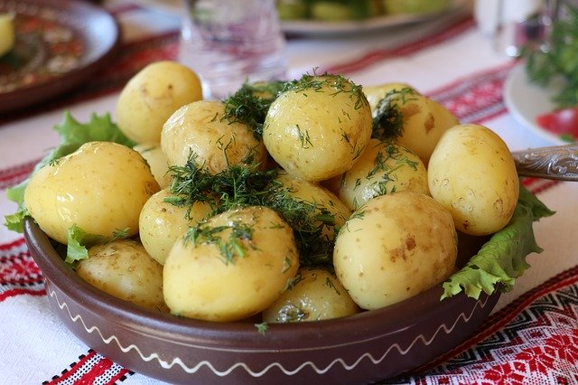Ziemniaki przygotowane w ten sposób to prawdziwe niebo w gębie! Pomysł Kuronia pokochają wszyscy