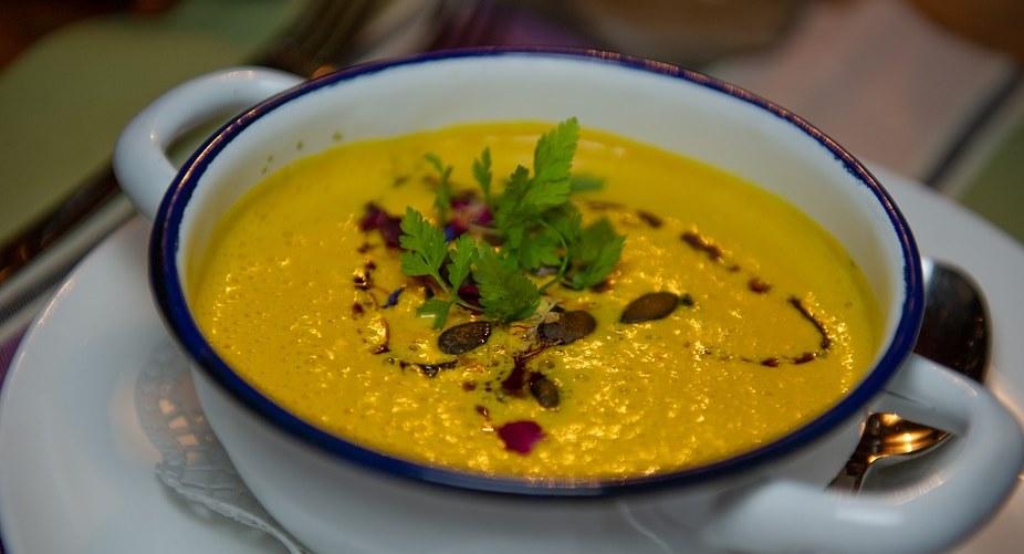 Zupa krem z dyni wg przepisu Ewy Wachowicz to istny kosmos. Sekretem jest jeden składnik