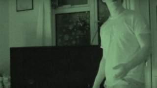 Mężczyzna twierdzi, że jego dom nawiedzają duchy. Wszystko nagrał, a film jest przerażający