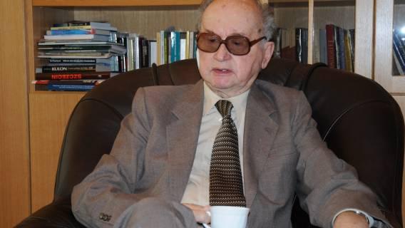 Wojciech Jaruzelski - jego grób zadziwia.
