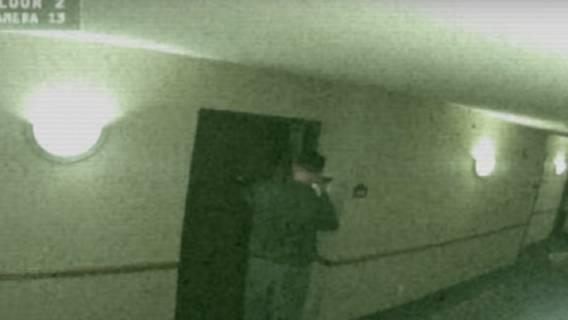 Zaniepokojeni goście zgłosili, że z pokoju obok dochodzą dziwne dźwięki. Gdy pracownik zajrzał do środka niemal zemdlał